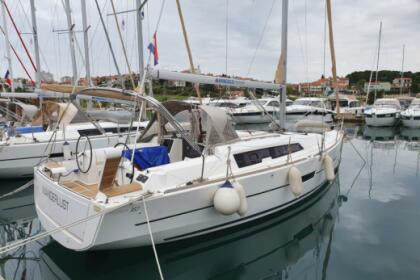 Rental Sailboat Dufour Dufour 382 Pula