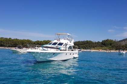 Hire Motorboat Guy Couach 1401 Saint-Tropez