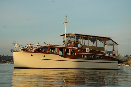 Hire Motorboat Luxury Yacht Grandy 40 Seattle