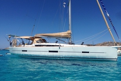 Hire Sailboat Dufour Dufour 460 Adventure Hyères