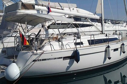 Hire Sailboat Bavaria Bavaria Cruiser 37 Vrsar