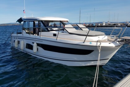 Rental Motorboat Jeanneau Merry Fisher 1095 La Seyne-sur-Mer