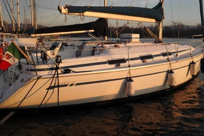 Rental Sailboat Bavaria 34 Cruiser Angera