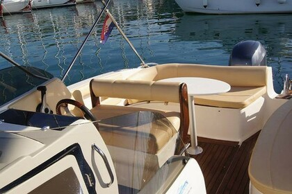 Rental Motorboat EOLO 650 DAY Zadar
