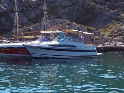 Charter Motorboat Chris Craft Constellation 26 Dramalj
