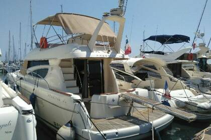 Hire Motorboat Jeanneau Prestige 46 Fly St-Laurent-du-Var
