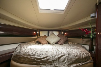 Charter Motorboat Sea Ray sea ray 52 London