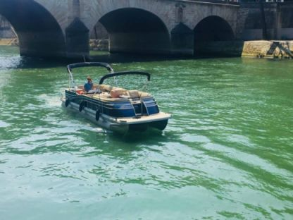 Rental Motorboat Bennington Q Series Paris