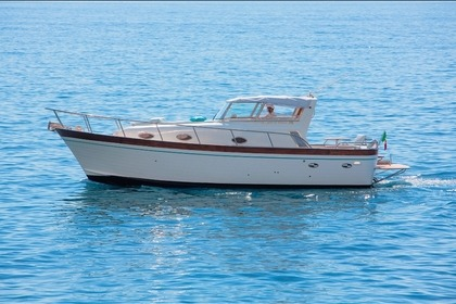 Charter Motorboat Southwind 2000 Allegra 10 cabin Furore