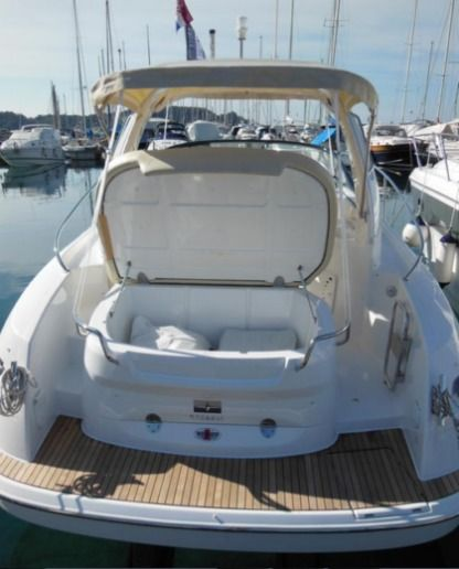Rental Motorboat Bavaria Sport 29 Pula