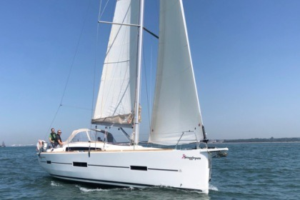 Charter Sailboat Dufour 412 Hamble-le-Rice