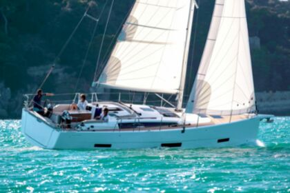 Hire Sailboat DUFOUR 390 Grand Large Hyères