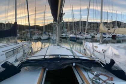 Rental Sailboat Beneteau Oceanis Clipper 331 Varazze