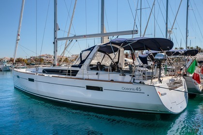 Hire Sailboat BENETEAU OCEANIS 45 Furnari
