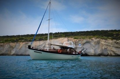 Location Catamaran Traditional Wooden Boat Zephyros Milos