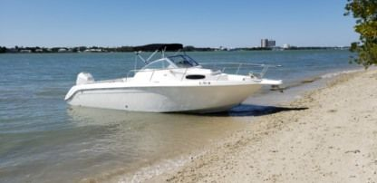 Charter Motorboat Wellcraft Coastal Miami