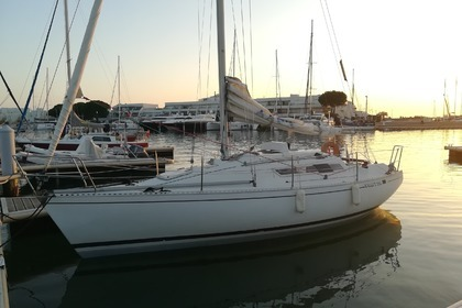 Rental Sailboat BENETEAU First 29 GTE Le Grau-du-Roi