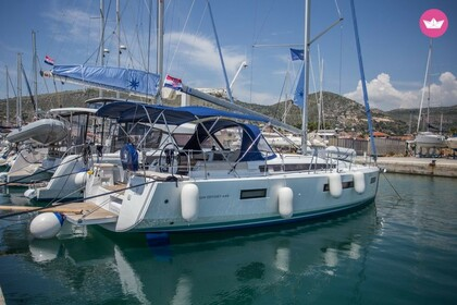 Hire Sailboat Jeanneau Sun Odyssey 440 Elliniko