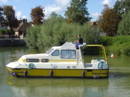 Rental Houseboat Les Canalous Triton 860 Fly (Briare) Briare
