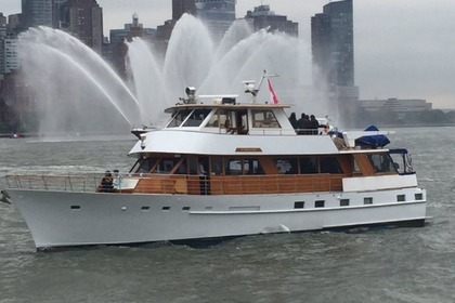 Charter Motorboat Luxury Yacht 78 New York