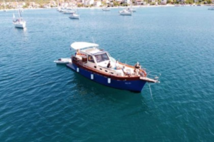 Hire Motorboat Traitional Croatian boat Leut Vagabundo Split