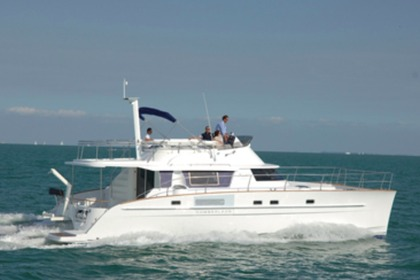 Hire Motorboat FOUNTAINE PAJOT Cumberland 46 with A/C Airlie Beach