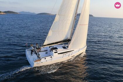 Hire Sailboat ELAN E4 Pomer