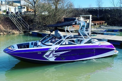 Hire Motorboat Correct Craft Super Air Nautique G21 Villennes-sur-Seine