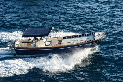Hire Motorboat Lancia 33ft Positano