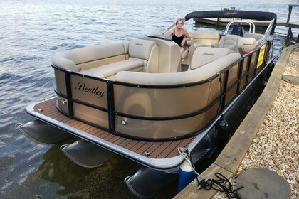 Rental Motorboat Bentley Triton Navigator Champagne 24 Covington