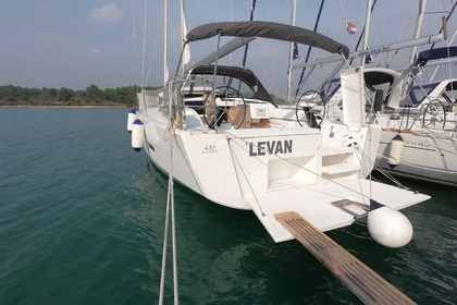 Charter Sailboat Dufour Dufour 430 Grand Large Medulin
