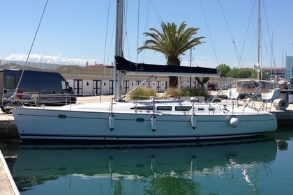 Hire Sailboat JEANNEAU SUN ODYSSEY 43 Pescara