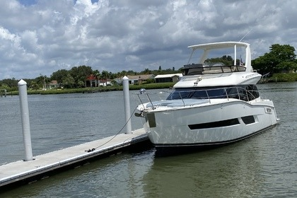 Charter Motor yacht Carver C40 command Bridge St. Petersburg