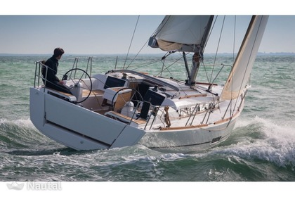 Rental Sailboat DUFOUR 360 Le Grau-du-Roi
