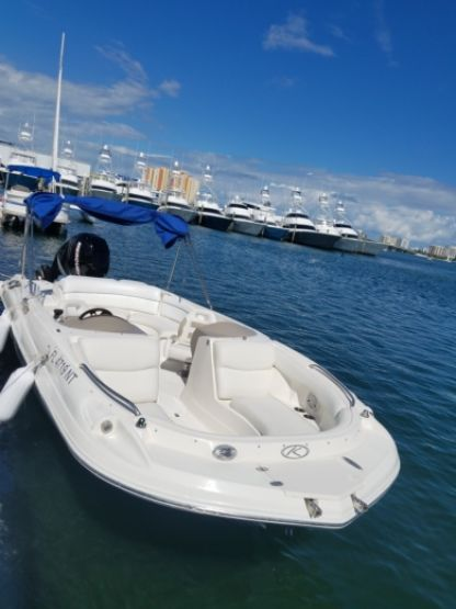 Charter Motorboat Deck Boat 23 Riviera Beach