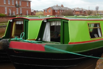 Hire Motorboat custom narrowboat 47ft Staffordshire
