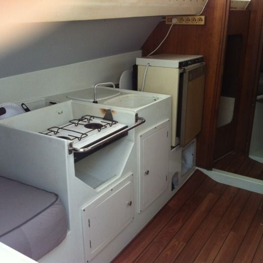 Yachting France Jouet 27 in Le Grau-du-Roi for hire