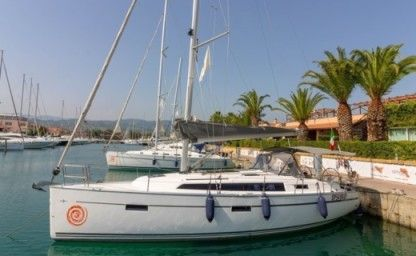 Rental Sailboat Bavaria Cruiser 37 Portorosa