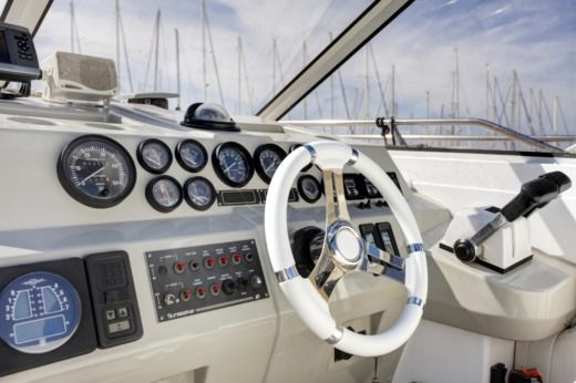Motorboat Sunseeker 36 for hire