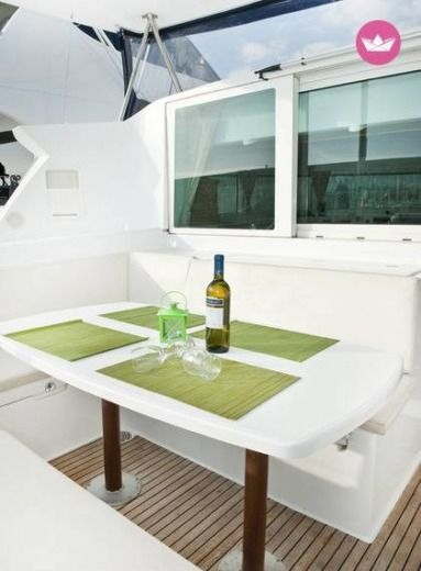 Catamaran Beneteau Lagoon 420 for hire