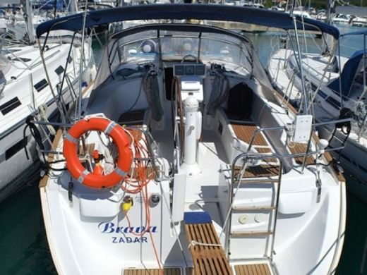 Sailboat Beneteau Oceanis 423