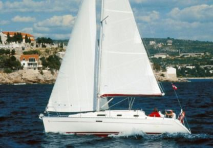 Charter Sailboat Beneteau Oceanis 311 Cl Split