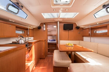 Hire Sailboat BENETEAU Oceanis 41 Rodney Bay