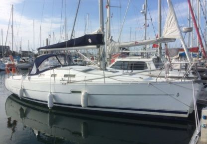 Charter Sailboat Beneteau Oceanis 323 Dl Arzon
