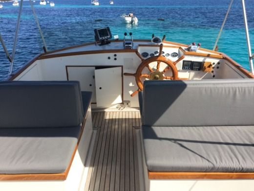 American Marine 36 Classic in Cannes for hire
