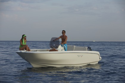 Hire Motorboat Invictus 190 FX Monaco