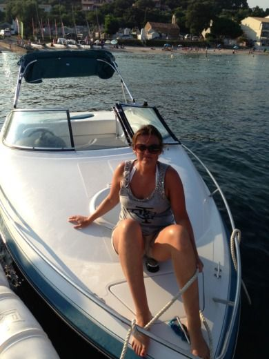 Barca a motore Chris Craft 210 Cuddy Cabin da noleggiare