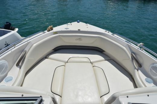 Motorboat Monterey 214 Fs for hire