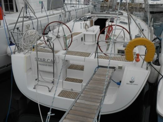 Beneteau Oceanis 43 in Alimos for hire