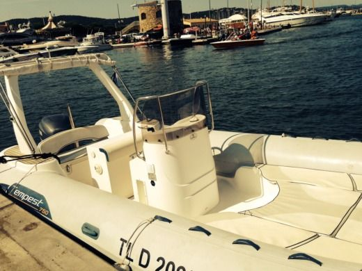 Capelli Tempest 750 in Saint-Raphaël for hire